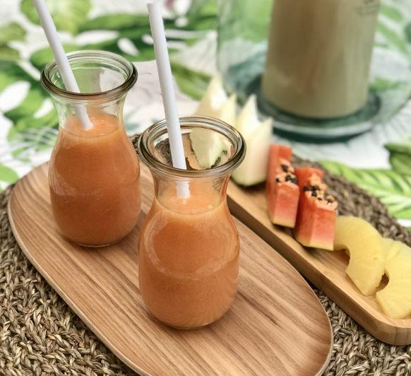 Zumo de papaya, melón y piña.