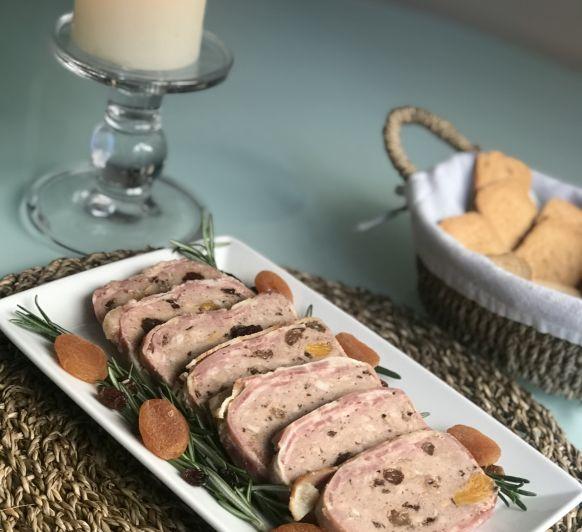 Terrina de cerdo especiada con frutos secos