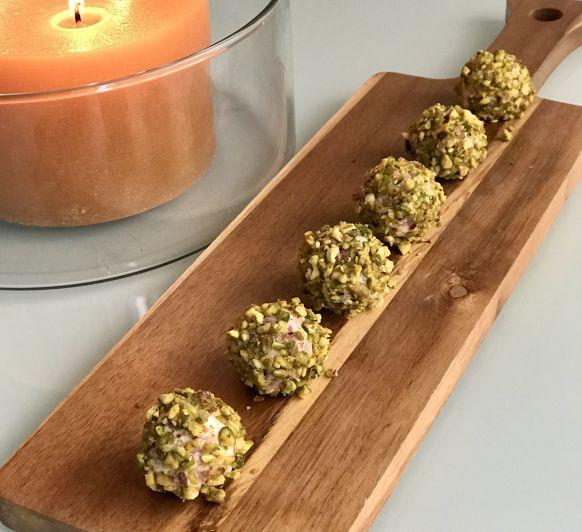 Bolitas de jamón con pistachos