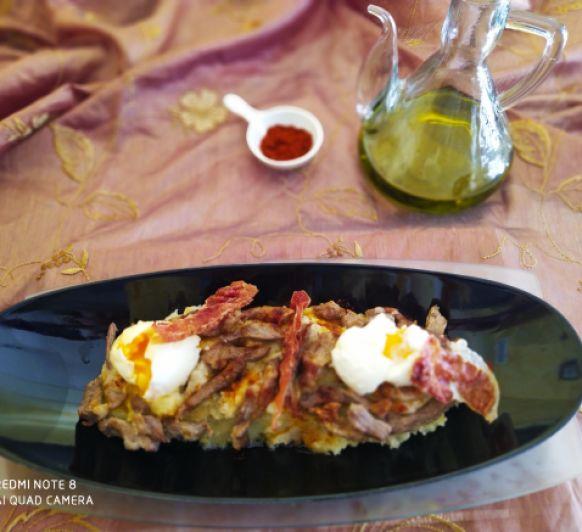 Patatas revolconas extremeñas con secreto ibérico