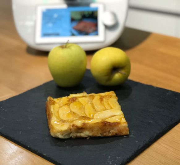 Tarta de manzana con glaseado de albericoque