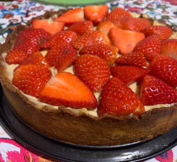 Tarta de crema pastelera y fresas que delicia