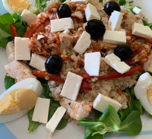 Ensalada de Quinoa con pollo y queso feta sin gluten